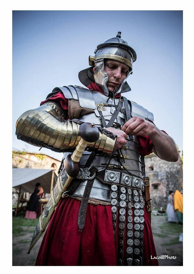armor of ancient rome Armor venue: shop for authentic medieval armor, roman helmets, historical clotihng, and more online at the best price visit us or call us at 800-315-0377.