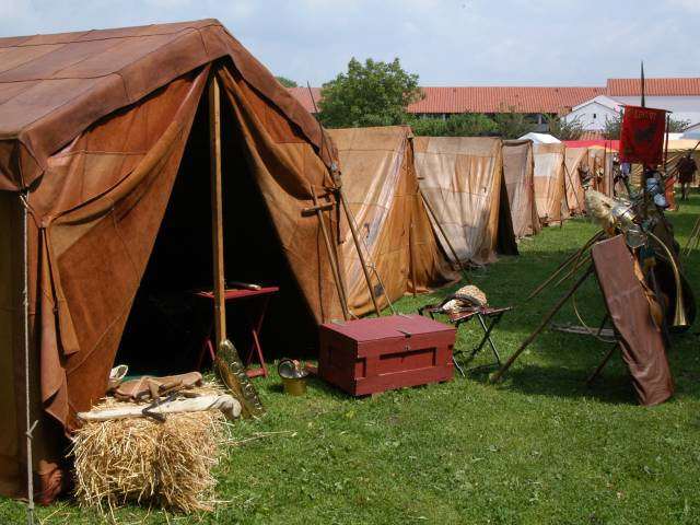 [Image _taber_1.jpg] & Very New light on roman tents construction